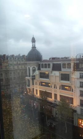 Mercure Paris Arc de Triomphe Etoile: vue du 7eme coté Fnac