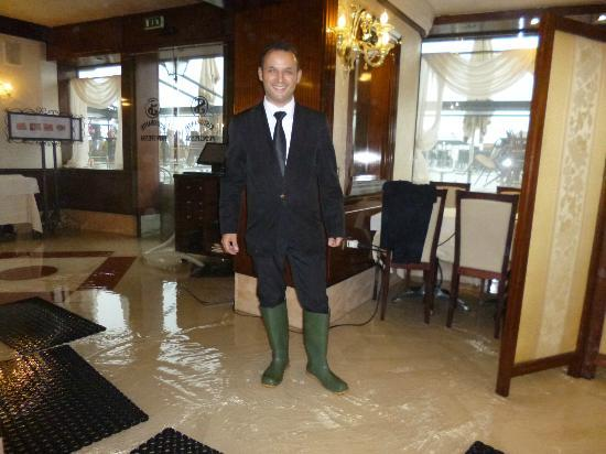 Savoia & Jolanda Hotel: Still smiling during the floods!