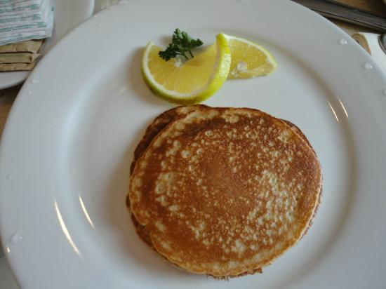 Moon Palace Cancun: Room Service breakfast pancakes