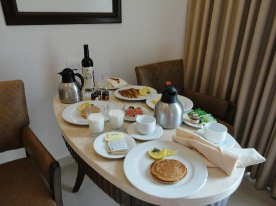 Moon Palace Golf & Spa Resort: Room Service breakfast set up