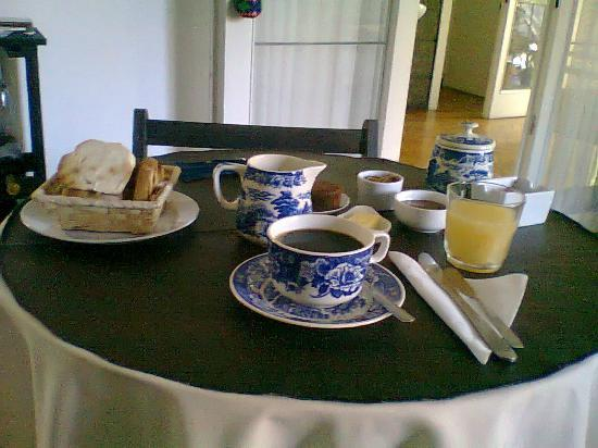 Rosario Bed and Breakfast: El desayuno se sirve en el horario que necesita el huesped