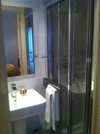Hotel Boronali: bathroom