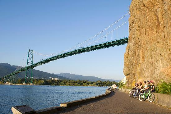 Spokes Bicycle Rentals: Lions Gate Bridge from the Seawall