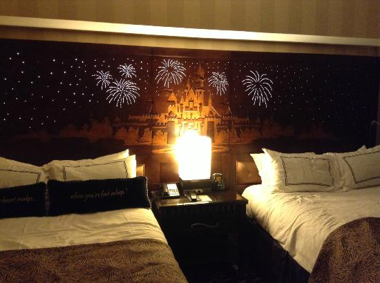 Disneyland Hotel: love the headboard