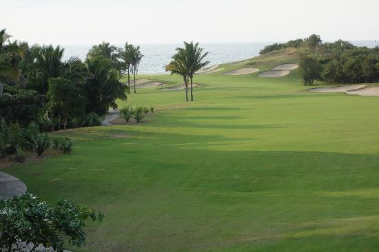 Litibu Golf Course: 18th par 5 hole looking out to the ocean