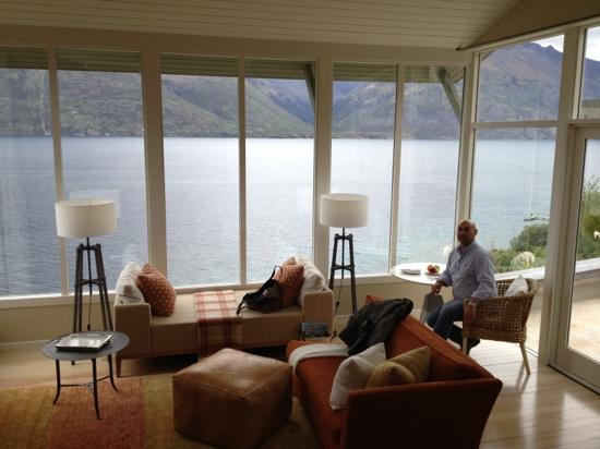 Matakauri Lodge: living room