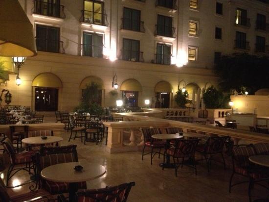 Concorde El Salam Hotel: ristorante all'aperto