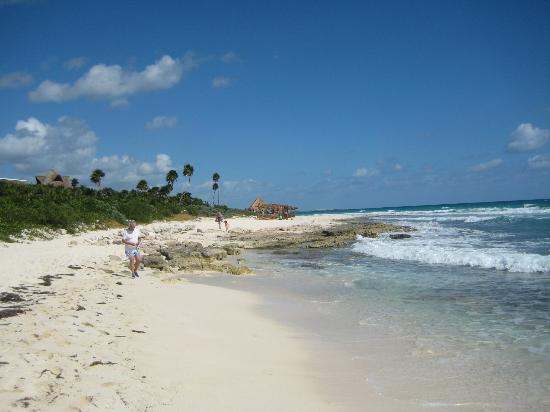 Valentin Imperial Riviera Maya: beach to the south (Silver area - accessible by all)