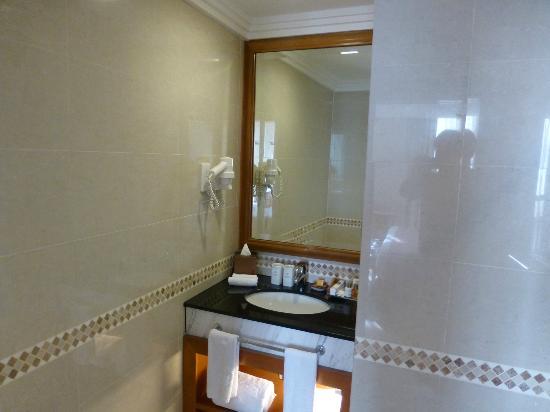 Royale Chulan Kuala Lumpur: Bath in one of the rooms