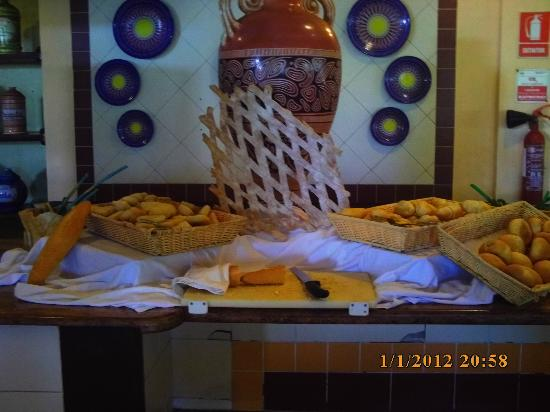 Memories Varadero Beach Resort: Bread was amazing