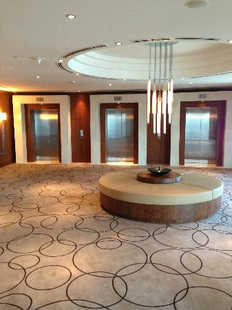 JW Marriott Marquis Hotel Dubai: Lift Lobby 42nd Floor