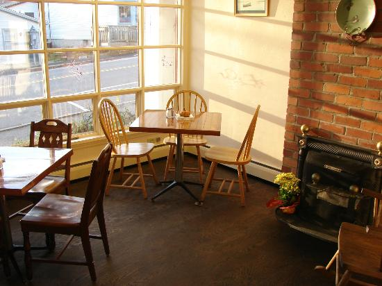 The Mill Stream Deli, Bakery & B.B.Q.: our front dinning room