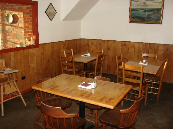 The Mill Stream Deli, Bakery & B.B.Q.: main dining room