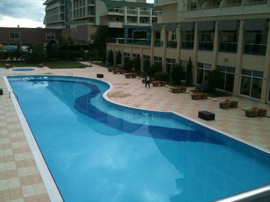 Hotel Titan Select: Der grosse Aussenpool
