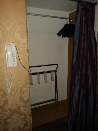 Hotel Airone: armadio
