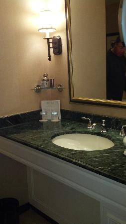 Boston Harbor Hotel: bathroom photo