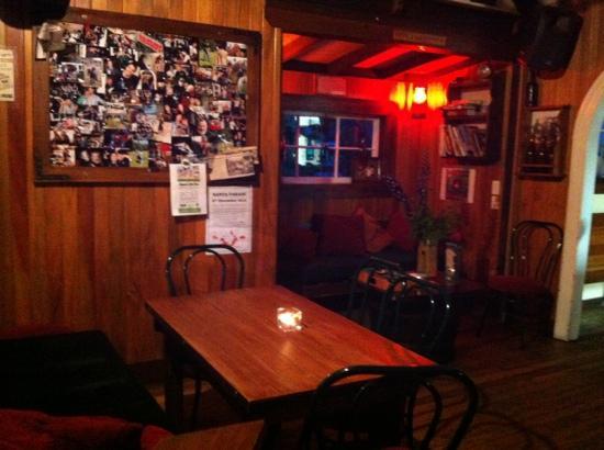 Redcliff Restaurant & Bar: Main Entrance and Bar