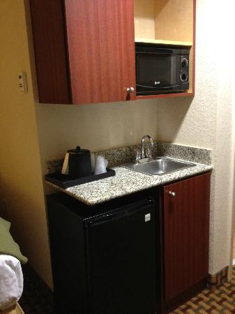 kitchenette picture of holiday inn express hotel suites orlando ocoee east orlando. Black Bedroom Furniture Sets. Home Design Ideas
