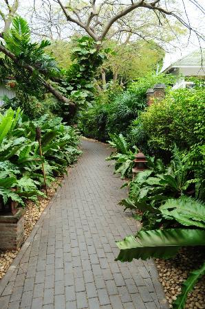 بان لاكساسوبها ريزورت: Garden Path