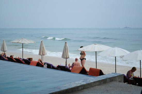 Laksasubha Hua Hin: Infinity Pool and Beach