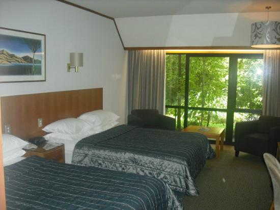 Commodore Airport Hotel, Christchurch: Room with patio/garden