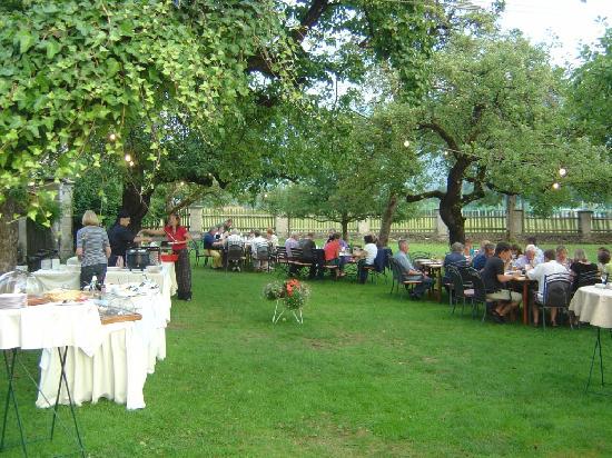 Biedermeier Schlössl Lerchenhof: Schlossgarten