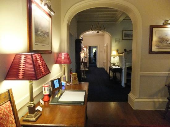 Lindeth Howe Country House Hotel: Entrance Hall