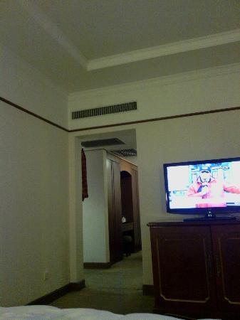 Capital Hotel Beijing: ESPACIOSA, LIMPIA  Y  COMODA