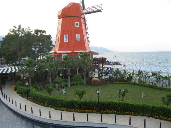 Orange County Resort: Symbol of hotel :)