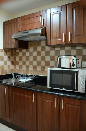 Pearl Marina Hotel Apartments: The kitchenette - Room 108