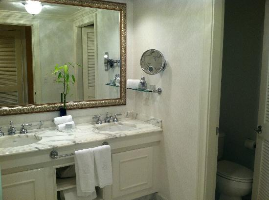 The Ritz-Carlton, Sarasota: Right side of bathroom