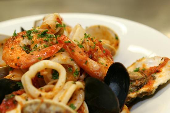 Montano's Restaurant: Seafood Fra Diavolo