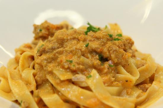 Montano's Restaurant: Fettuccine Bolognese