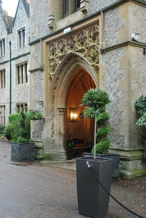 Nutfield Priory Hotel & Spa: entrance