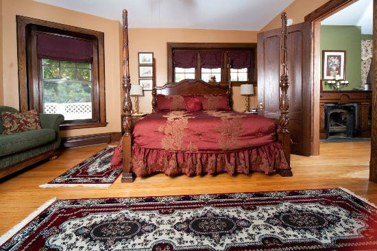 1840 Inn on the Main Bed and Breakfast: Penfield Suite. -room w/private parlor , FP & loveseat  1st floor. Good for guest w/mobility iss