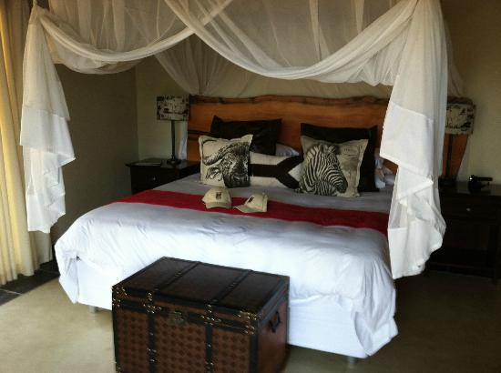 Naledi Bushcamp and Enkoveni Camp: comfortable bed