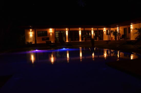 AHKi B&B Retreat: Pool and common area at night