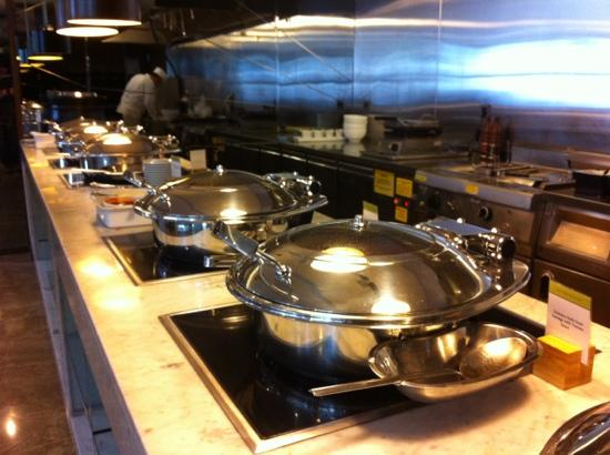 DoubleTree by Hilton Istanbul - Old Town: live buffee