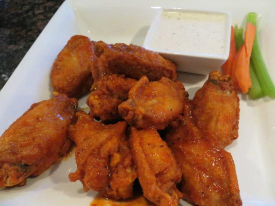 Red Cactus Bar and Grill: Hot wings! Get these!
