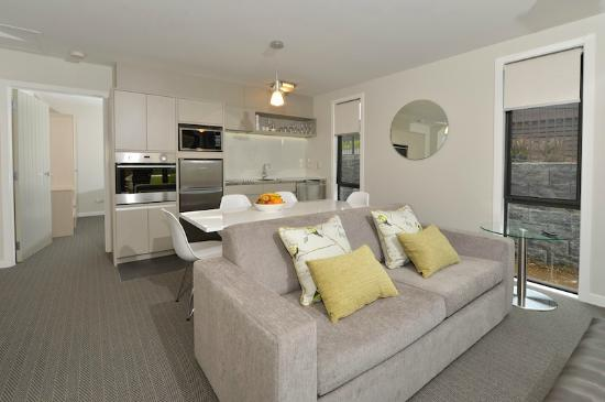 Kerikeri Homestead Motel & Apartments: Premium Apartment Kitchen Living