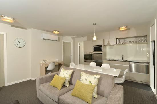 Kerikeri Homestead Motel & Apartments: Premium Apartment Living Area
