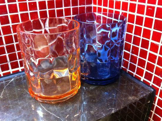 Resorts World Sentosa - Festive Hotel : Glass in bathroom