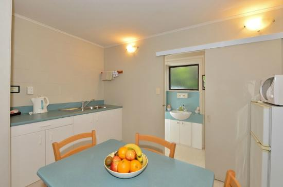 Kerikeri Homestead Motel & Apartments: Two Bedroom Apartment Kitchen