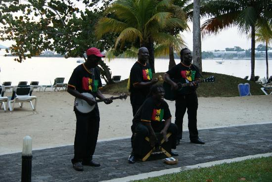 Hotel Riu Palace Tropical Bay: Band playing Bob Marley tunes