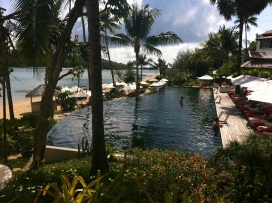 Anantara Lawana Koh Samui Resort: The pool 