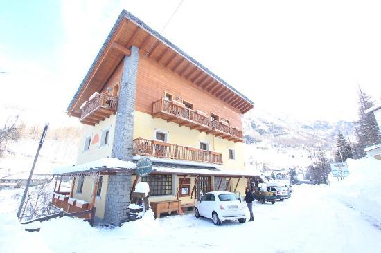Lou Ressignon Chez Arthur: Hotel in daytime in winter