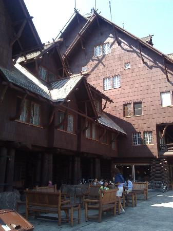 Old Faithful Inn: Back of Hotel