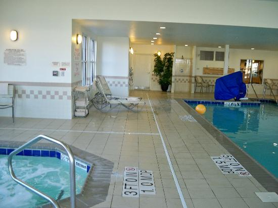 Residence Inn Providence Coventry: Pool area
