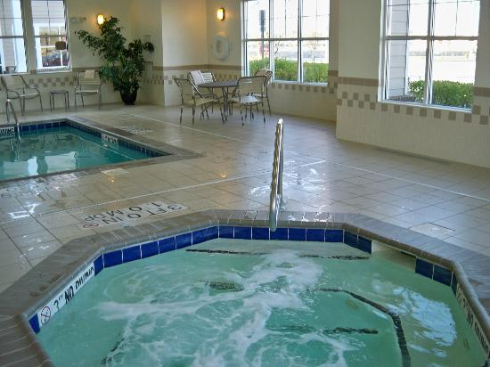 Residence Inn Providence Coventry: Hot tub