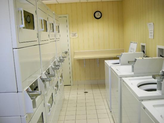 Residence Inn Providence Coventry: Laundry room